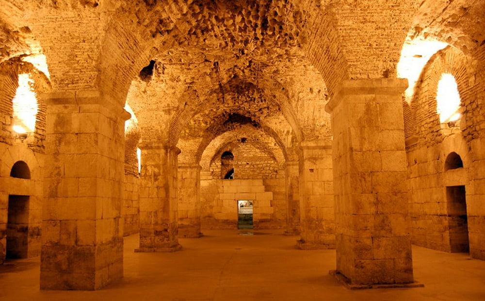 Diokletian_Palace_cellars
