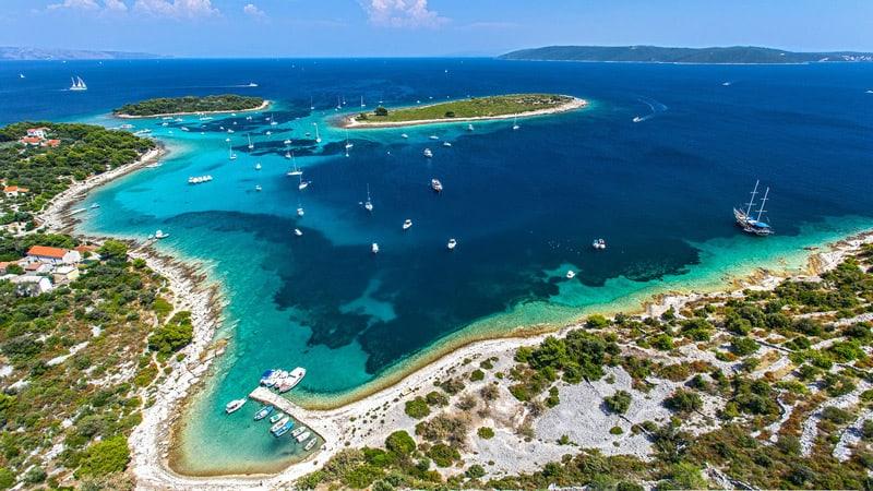 Split city nearby islands